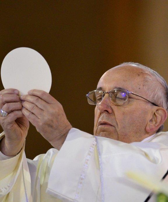 El-Papa-Francisco-Eucaristia